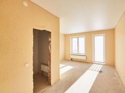 Планировка квартир в многоквартирных домах. Ведутся работы по установке дверей.